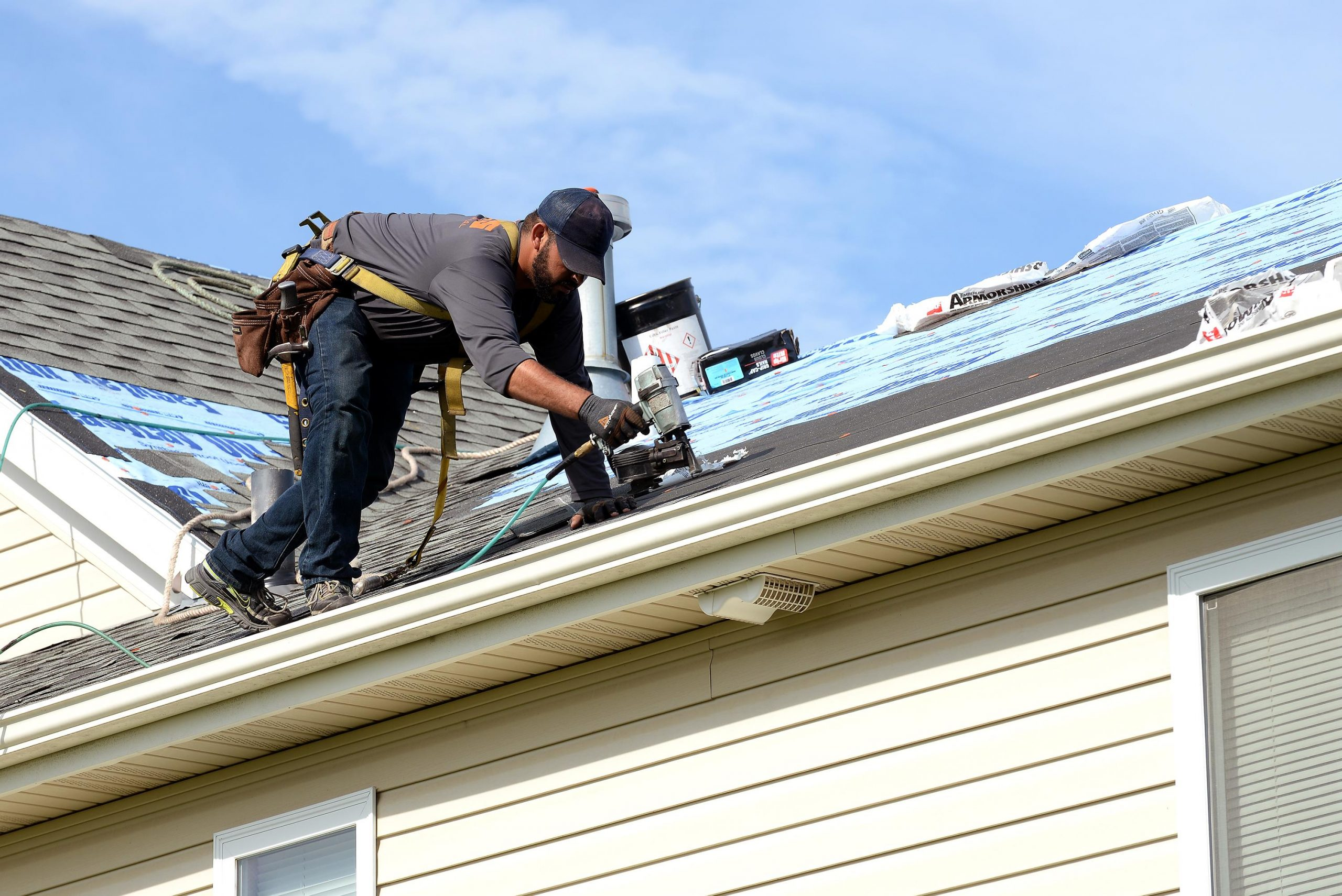 Select the Right Roofing Contractor Huntsville AL for Your Home